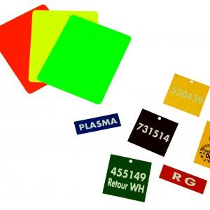 étiquettes en plastiques personnalisées elles sont de tailles et de formes différentes
