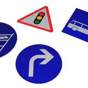divers panneaux signalétiques personnalisés