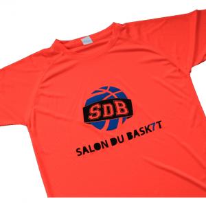 tee shirt personnalisé par le biais de la méthode traditionnelle il est pour le salon du basket
