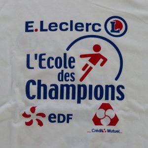 tee shirt personnalisé pour l'école des champions avec le logo des partenaires : edf, leclerc et le crédit mutuel