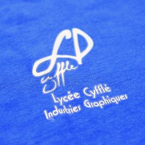 tee shirt personnalisé par le biais de l'impression numérique quadri. Il a été fait pour le Lycée Cyfflé