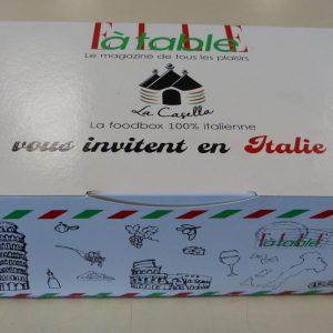 boite en carton personnalisée, c'est une foodbox pour l'événement Elle à table