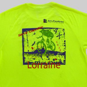 tee shirt personnalisé pour un relais trial en moutnainbike en 2011 avec le logo de leur partenaire Art & Fenêtres